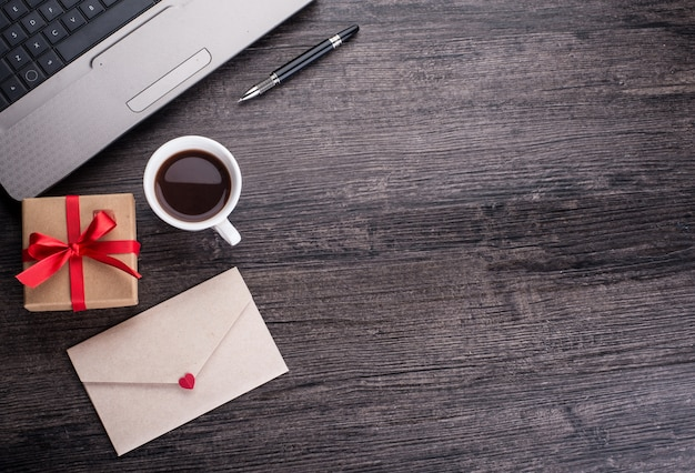 Mail em branco mensagem página laptop