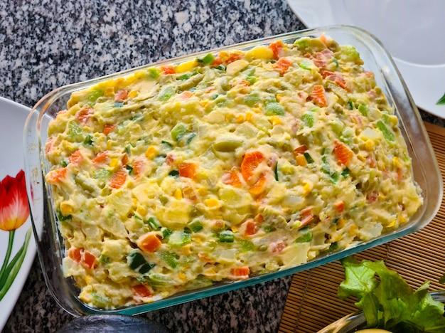 Maionese com cenoura, batata e outros vegetais