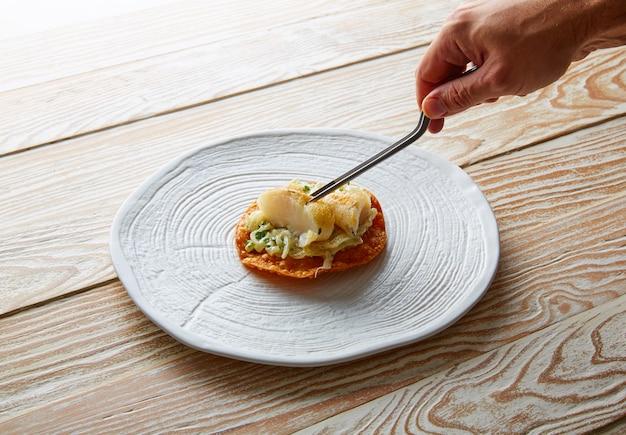 Maionese de peixe e tortilla crocante de salsa