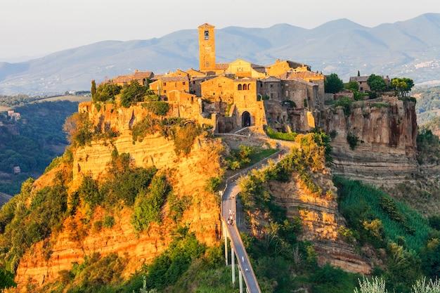 Mais belas aldeias da itália, civita di bagnoregio, lazio