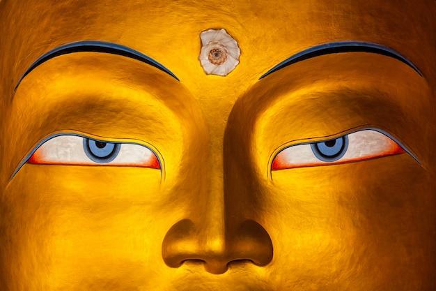 Maitreya buddha enfrenta perto, ladakh