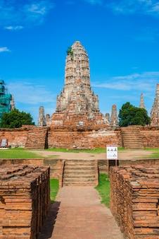 Majestosas ruínas de 1629 wat chai watthanaram construídas pelo rei prasat tong