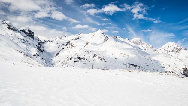 Majestosos picos de montanha nos alpes