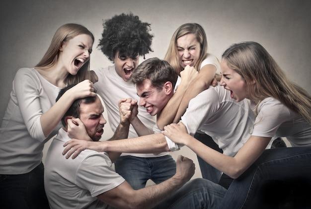 Mal-entendido em um grupo de amigos