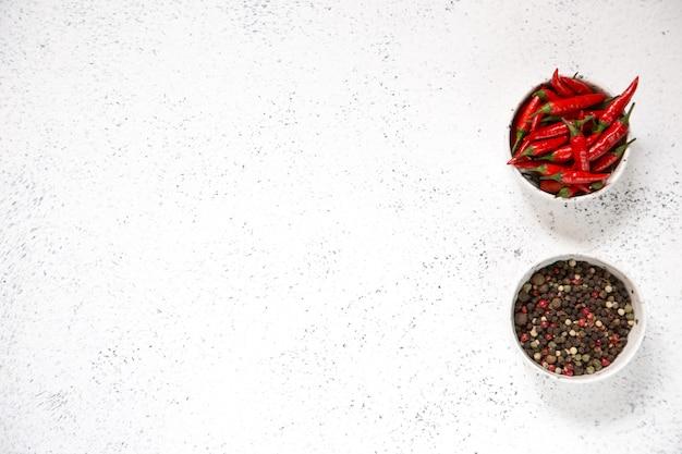 Malagueta vermelha, com pimenta vermelha na luz.