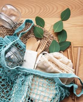 Malha, sacolas de algodão e frascos de vidro