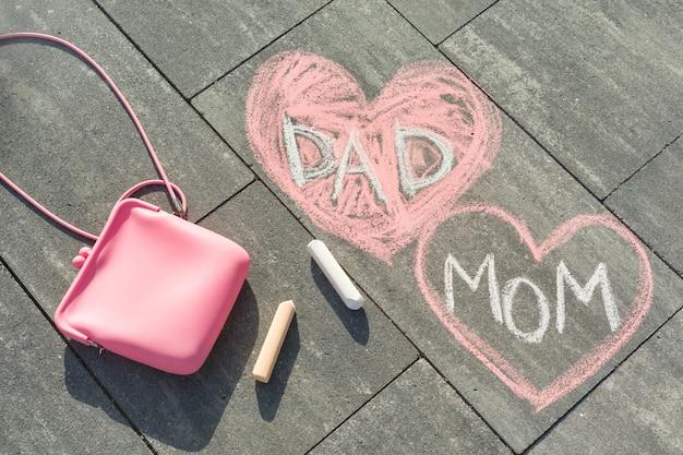 Mamãe e papai de texto no coração.