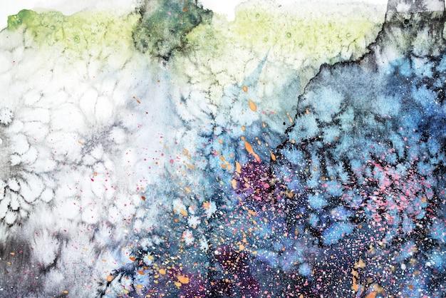 Mancha azul rosa roxa aquarela goteja bolhas. ilustração abstrata em aquarela.