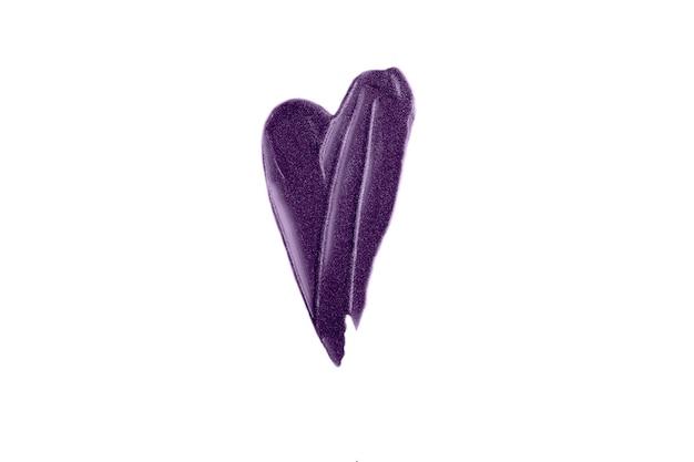 Mancha de coração púrpura de gloss. textura cintilante bonita. isolado na fotografia branca.
