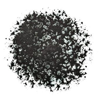 Mancha preta redonda com manchas e manchas isoladas no fundo branco. textura pintada