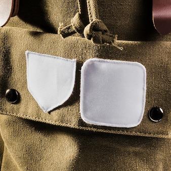 Manchas brancas vazias na mochila marrom