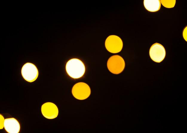 Manchas de luz brilhando em preto