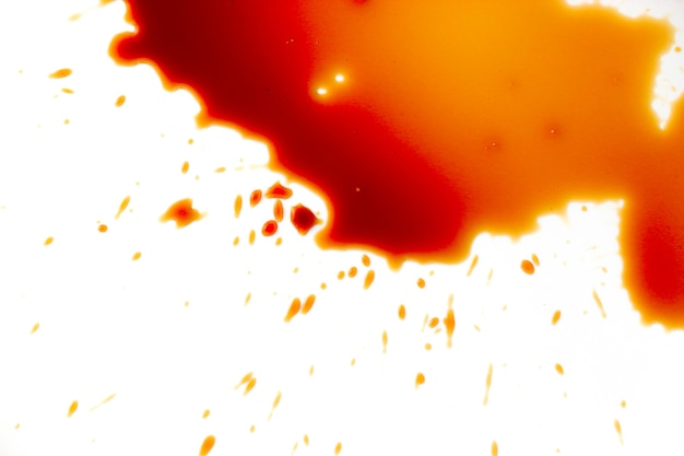 Manchas de sangue em um fundo branco