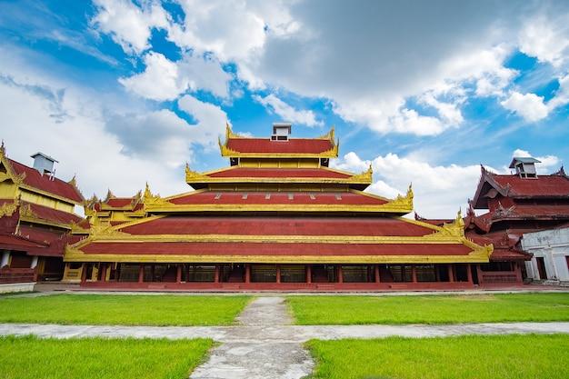 Mandalay palace, localizado em mandalay, myanmar