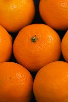 Mandarinas em cima da mesa