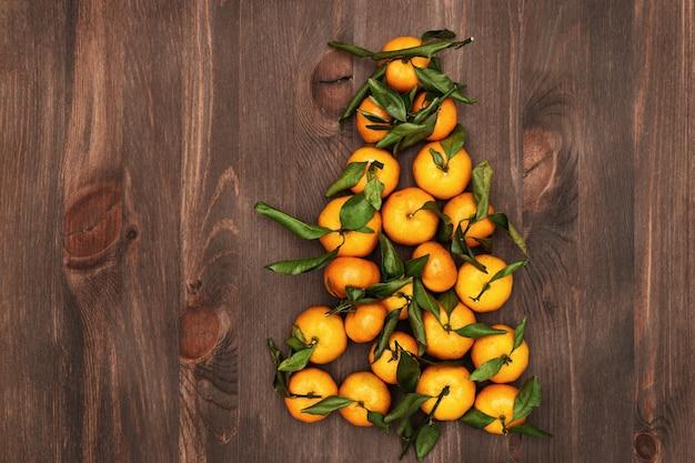 Mandarinas em forma de árvore de natal.