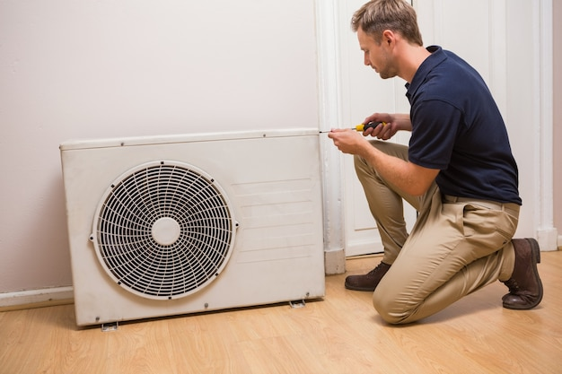 Manejo focado que repara o ar condicionado
