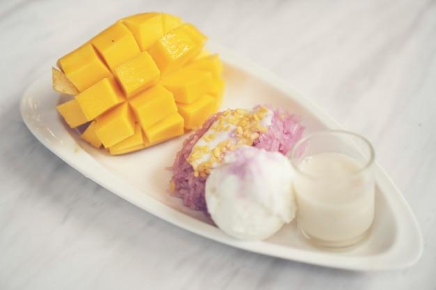 Manga madura e arroz doce, sobremesas tailandesas