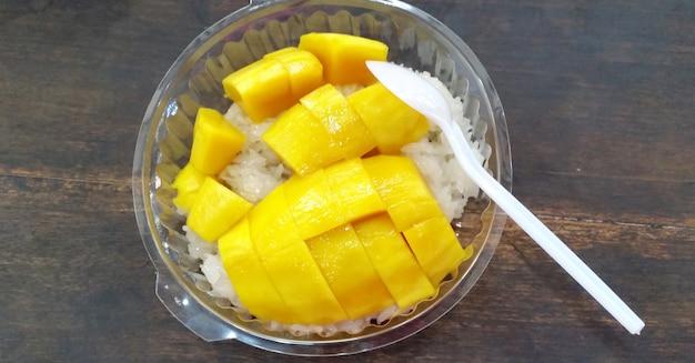 Manga tailandesa e arroz