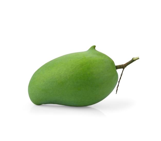 Manga verde fresca (rhino mango) isolada no branco