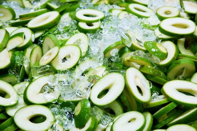 Mangas verdes frescas pequenas, mangifera indica l. varz.
