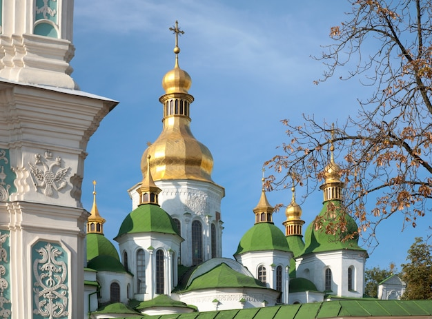 Manhã catedral de santa sofia (http://en.wikipedia.org/wiki/saint_sophia_cathedral_in_kiev) vista da construção da igreja. centro da cidade de kiev, ucrânia.