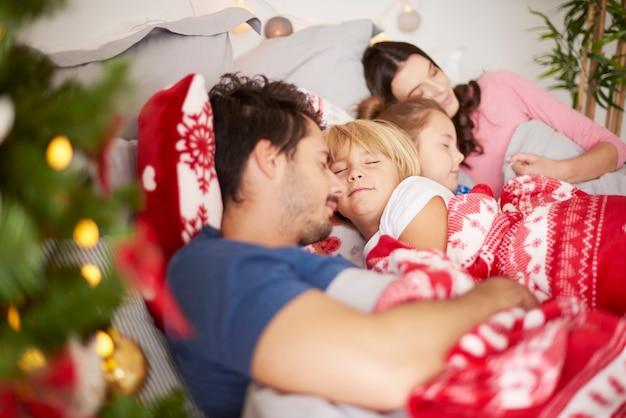 Manhã de natal para família feliz