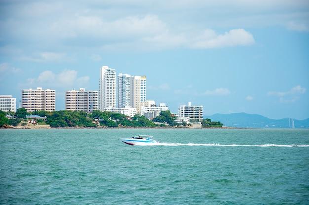 Manhã em pattaya, ideia do ponto do mar, tailândia.