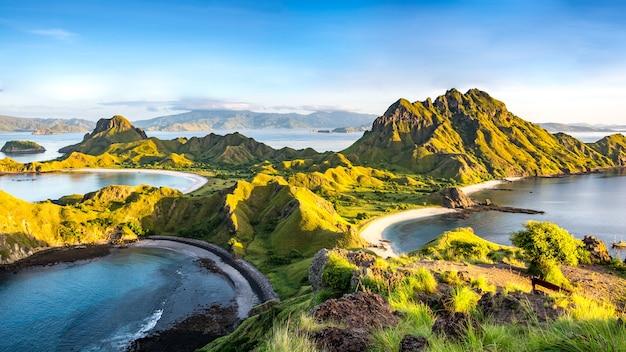 Manhã, luz, ligado, padar, ilha, parque nacional komodo, ilha flor, indonésia