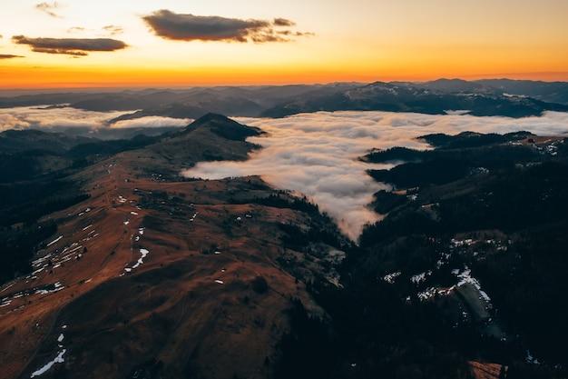 Manhã nas montanhas.