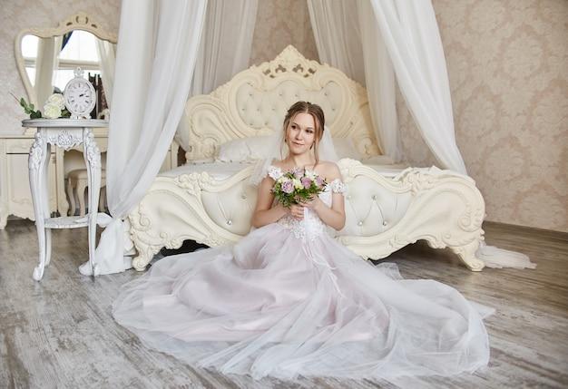 Manhã, noiva, mulher, em, vestido casamento, esperando, noivo
