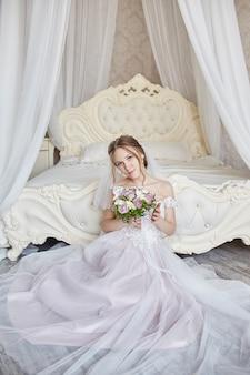 Manhã noiva mulher vestido de noiva à espera do noivo