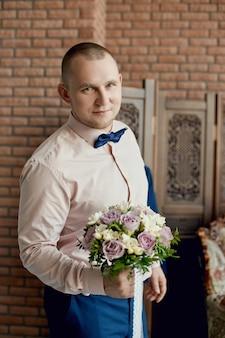 Manhã noivo, preparando-se conhecer a noiva antes do casamento