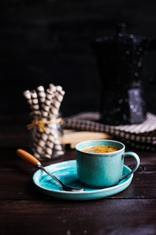 Manhã rústica com café