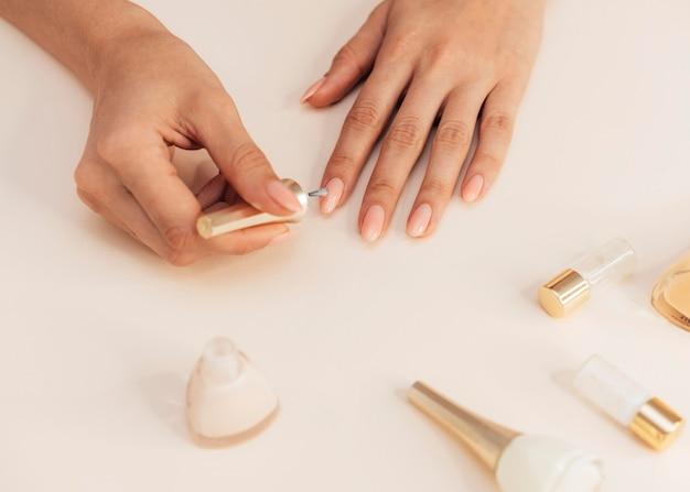Manicure bonita e saudável e ferramentas