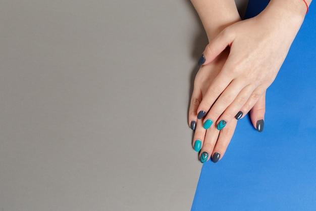 Manicure feminino elegante na moda