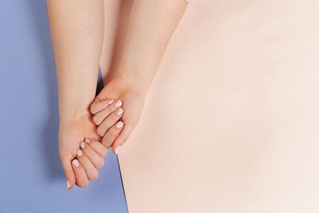 Manicure feminino na moda elegante.