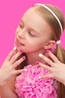 Manicure infantil rosa multicolorida