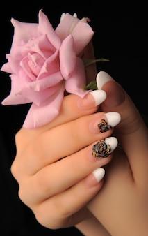 Manicures belo padrão nas unhas