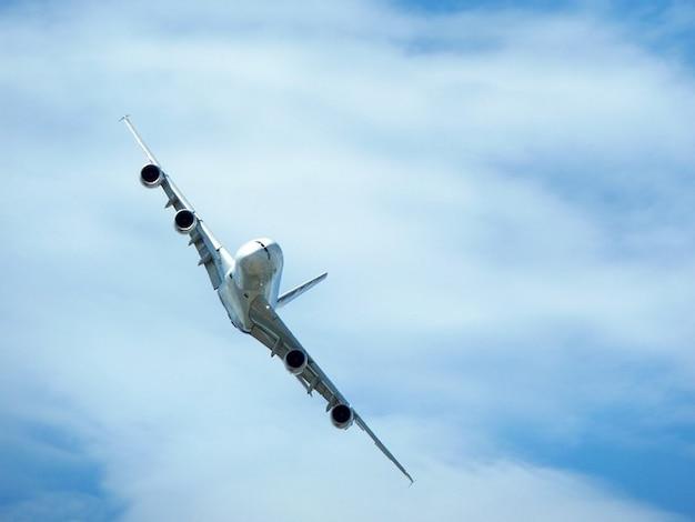 Manobra ângulo airbus céu grande