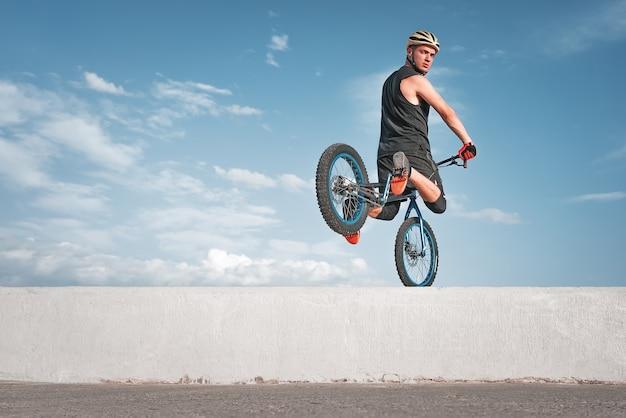Manobra de treinamento experimental de bicicleta