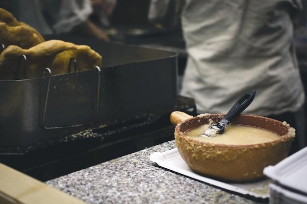 Manteiga de alho para escovar os langos húngaros
