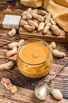 Manteiga de amendoim cremosa em frasco