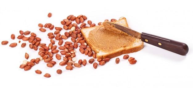 Manteiga de amendoim deliciosa em cima da mesa