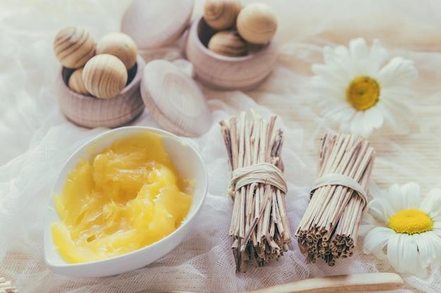 Manteiga de karité, varas e caixas