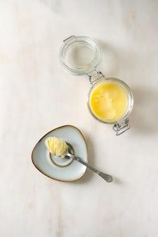Manteiga ghee derretida