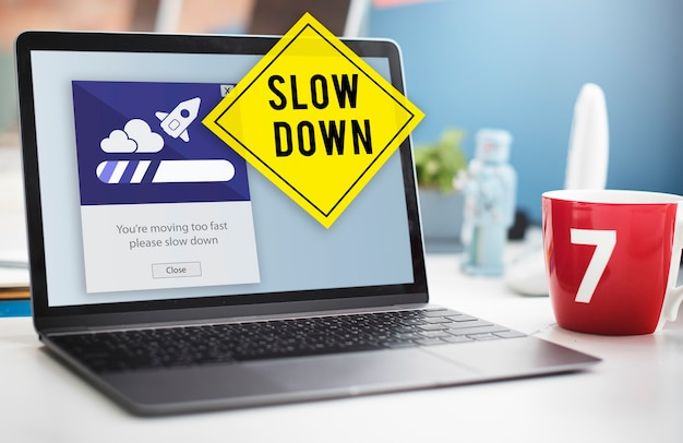 Mantenha a calma, reduza a velocidade e relaxe, conceito de desaceleração