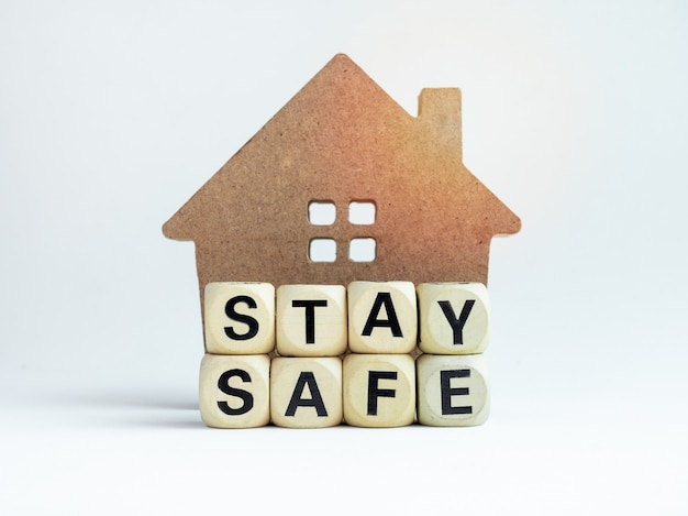 Mantenha-se seguro, fique em casa, faça campanha nas mídias sociais para prevenção de pandemia de covid-19 ou coronavírus.