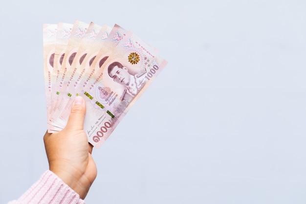 Manter notas iguais a sete mil baht tailandês