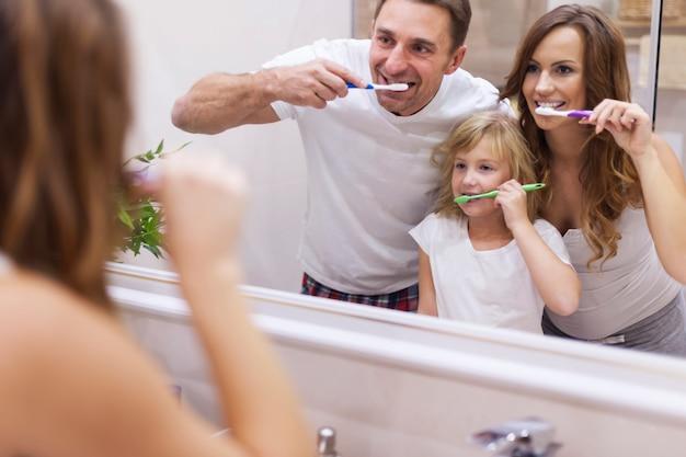 Manter os dentes em boas condições Foto gratuita